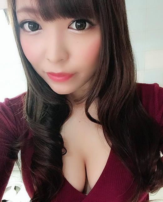 美少女女优川口朋香(川口ともか) 奶大腰细屁股翘令人兴奋