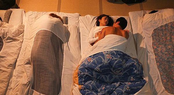 西野翔作品番号URE-046 C罩杯人妻老师拒绝青梅竹马遭轮奸
