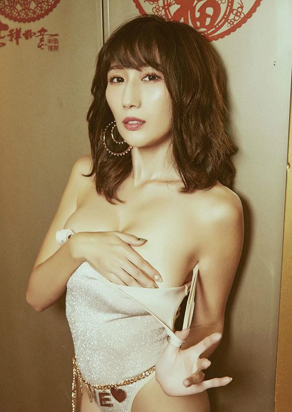J罩杯女优Julia乳量惊人 大胸女优获称AV界神乳
