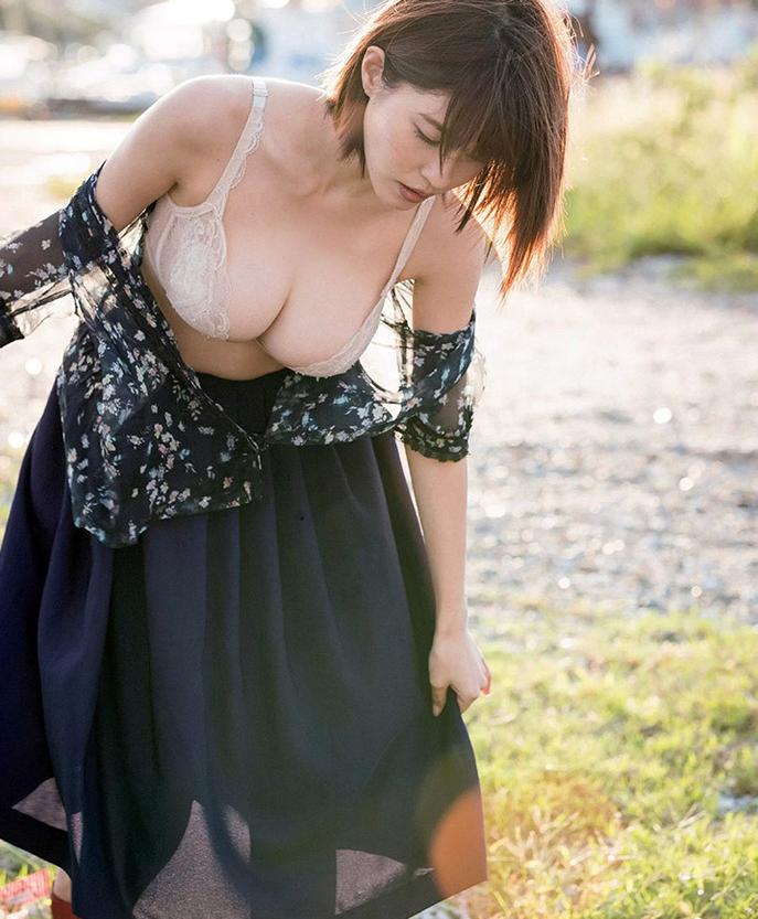 岸明日香最新写真尺度大开 透视长裙航母级G奶性感火辣