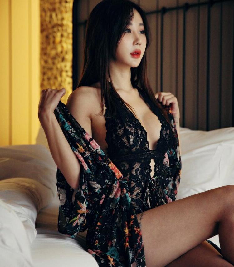 韩国车模尹熙星 赛车女郎性感小蛮腰诱惑人心