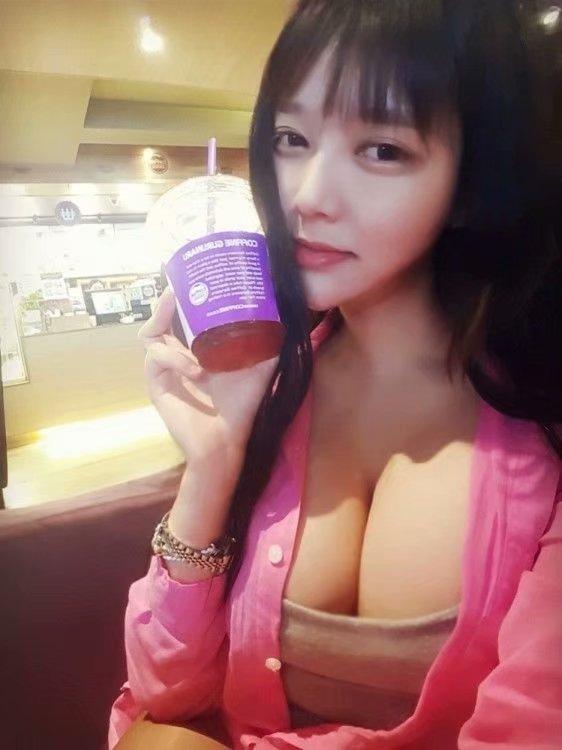 韩国超胸清纯唯美正妹 童颜巨乳美女宽衣露胸
