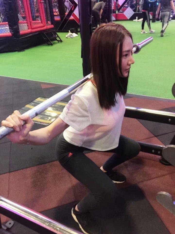 健身正妹巨乳的诱惑 白皙大长腿性感迷人