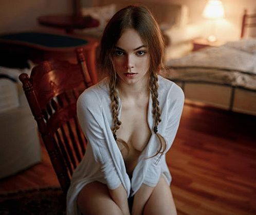 俄罗斯辣妹像真人版洋娃娃 诱人凸点照令人视线无法移开