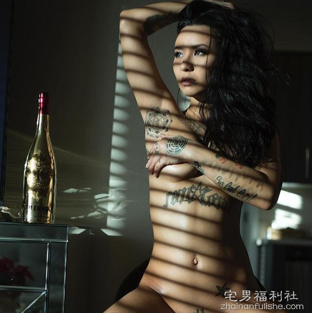 纹身美女Ruby 性感翘臀美乳充满着工口味