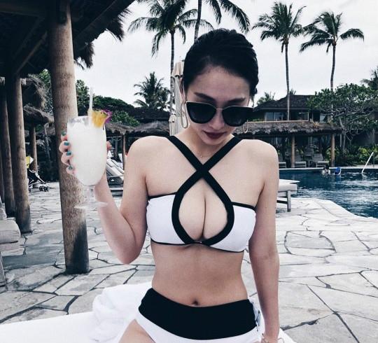 比基尼老板娘千原麻未(ちはらまみ) 完美身材亲自示范泳装