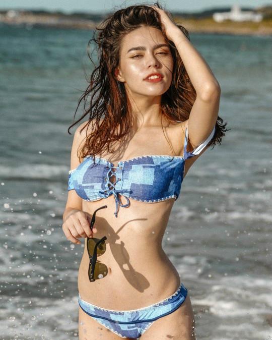 性感混血辣妹斐莉Florina 沙滩骑马抖奶令人大饱眼福