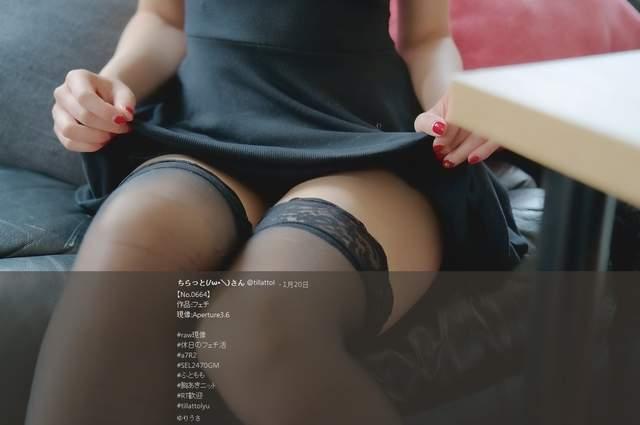 解开胸衣给你看的 性感妹子穿黑猫开胸衣露乳