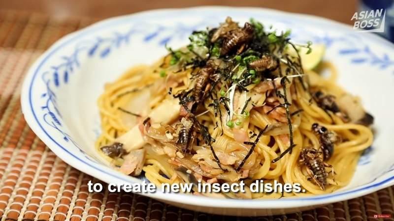 日本奇葩男子与蟑螂恋爱 无法啪啪啪吃下蟑螂永不分离