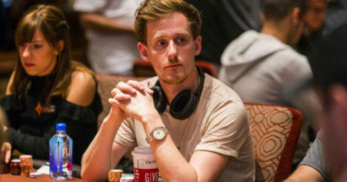 职业扑克牌玩家十万美元睹约 挑战黑暗房间独处30天
