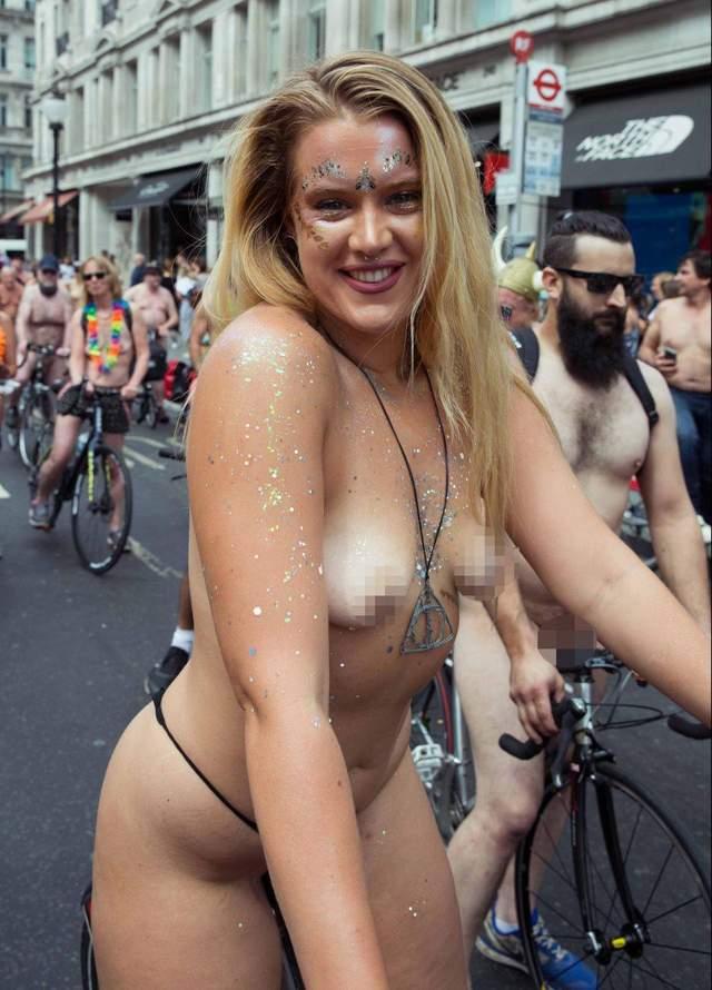 世界裸骑脚踏车日 自行车骑士裸体上街头