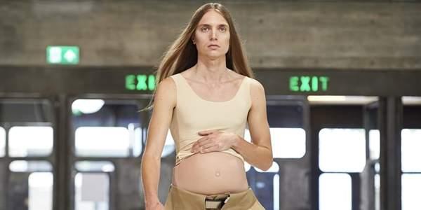 伦敦时装周怀孕男模走秀 孕夫时装秀引骚动