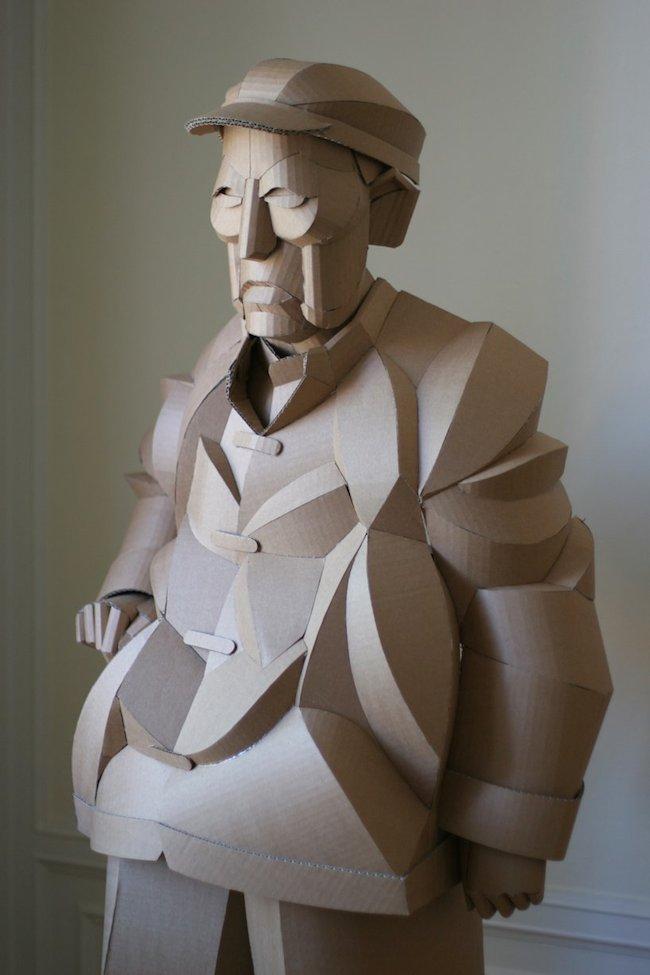 纸板人像雕塑栩栩如生 人物雕塑精湛技术