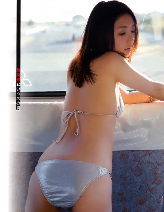 小野乃乃香为首本写真集 突破极限半裸性感出击
