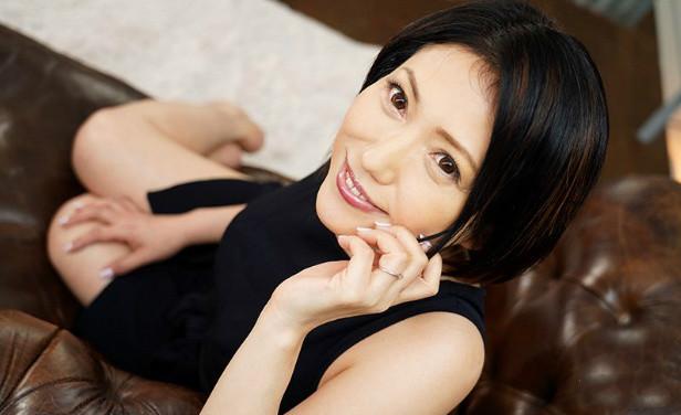 JUY-995甘乃椿10月出道 甘乃つばき真有五十岁吗