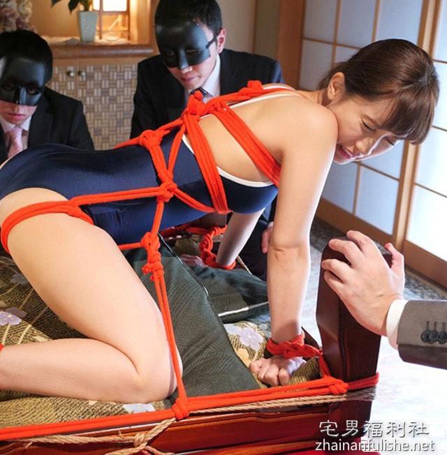 美少女高中生被变态绑起来调教!可爱教主「小岛南」紧缚解禁啦!