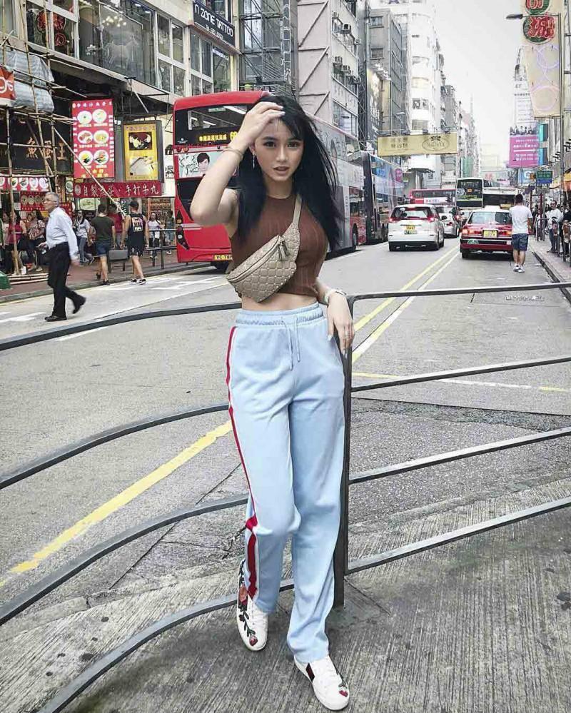 正妹Michelle Lo晒法国巴黎旅游照 性感大长腿十分吸睛