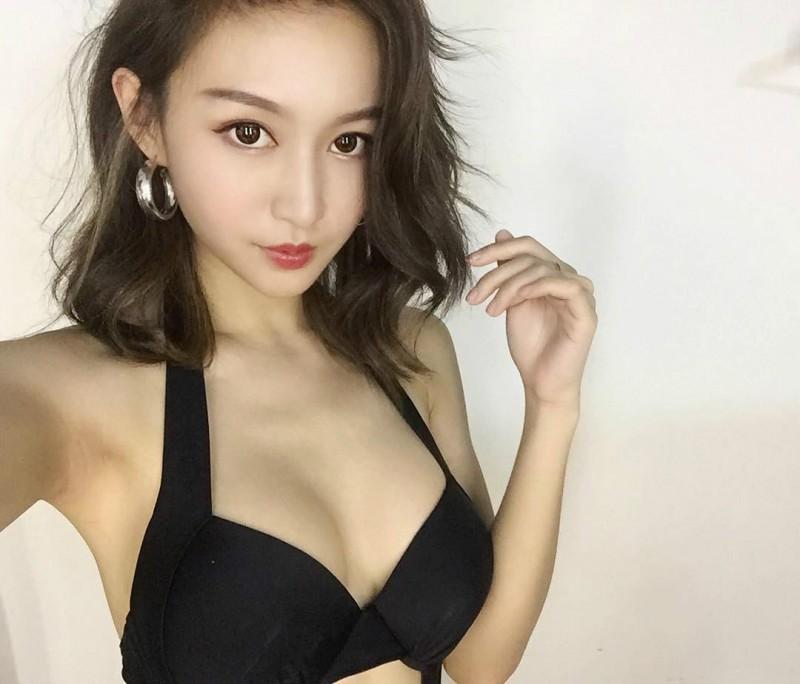 香港性感正妹LokYii 比基尼照片秀诱人蚂蚁腰