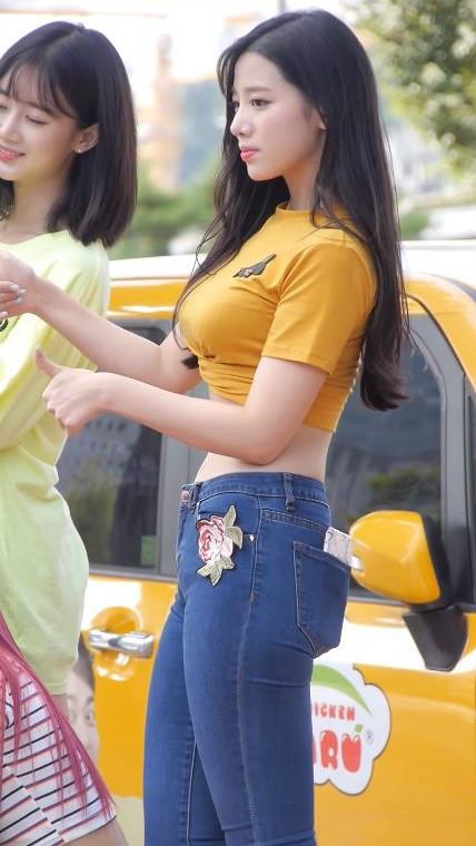 韩国街拍美女 正妹性感露脐太诱人