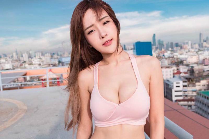 四国混血美女Thanyarat Charoenpornkittada 泰国正妹Feary比基尼秀S曲线