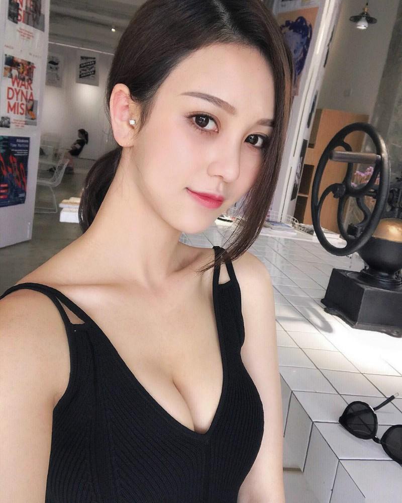 正妹Crystal Lee升级辣妈 产后身材恢复神速美照惊艳