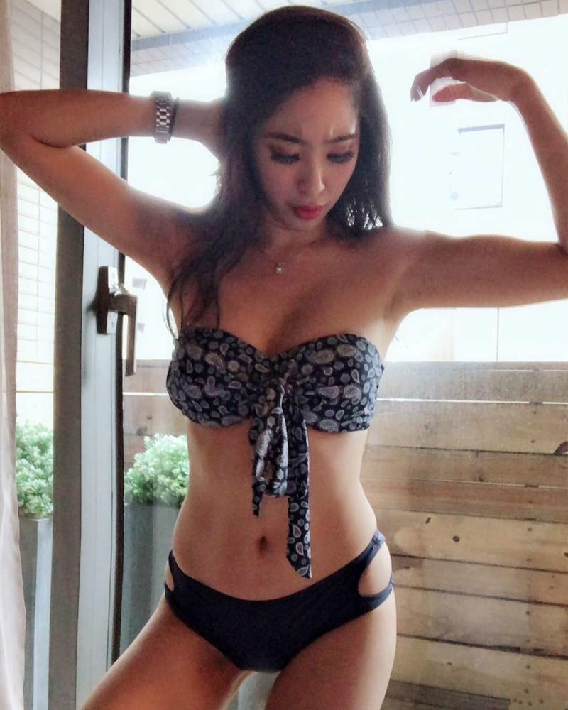 长荣航空正妹空姐Christy Liu 性感比基尼释放完美身材