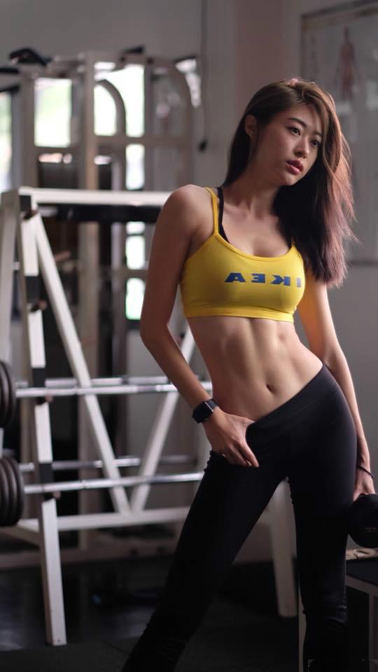 泰国健身正妹gypsy keerati 性感女神健身房秀马甲线