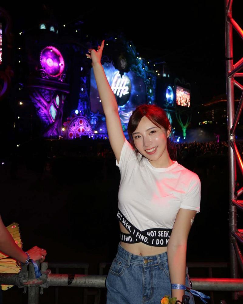 台湾气质正妹Zora陈思颖像波多野结衣 甜美微笑像邻家女孩