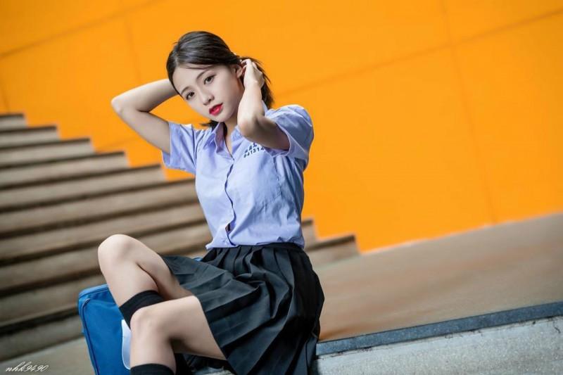 美女胸罩崩开给我们看 台湾爆乳美女正妹萧卉君火辣身材诱人