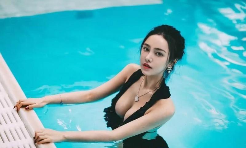 香港学霸正妹朱慕婷 透视装浑圆豪乳若隐若现