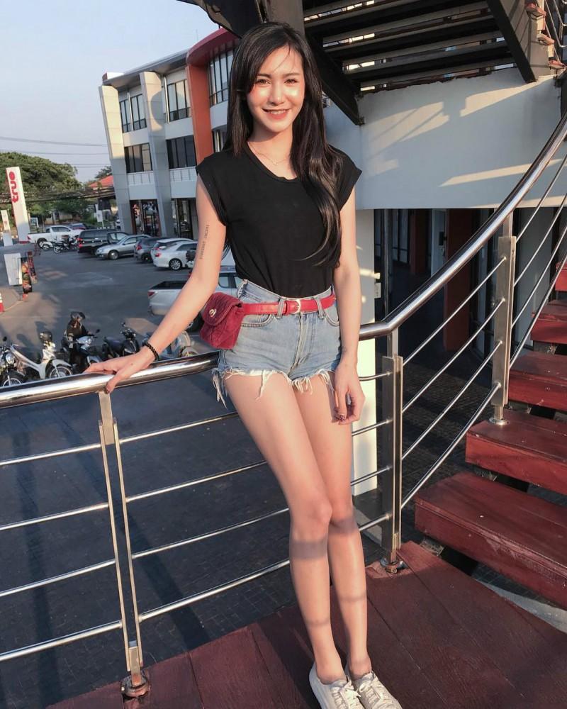 泰国美女Pin 大长腿正妹气质迷人