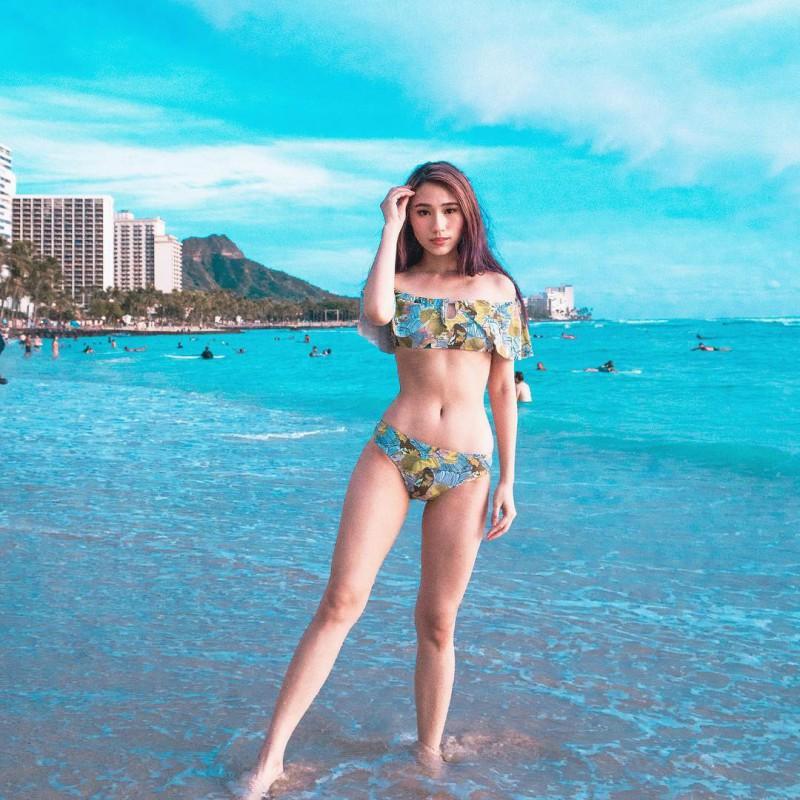性感时尚正妹Youtuber Alicia Tan 三点式比基尼令人血脉喷张