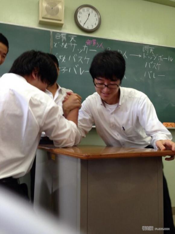 日本老师被爆拍VA,白天教数学晚上健康教育,大桥未久都被他上过!