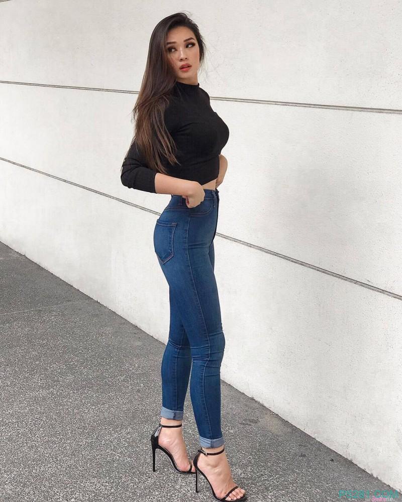 超正辣妹Tessa 极品女神性感S曲线迷人