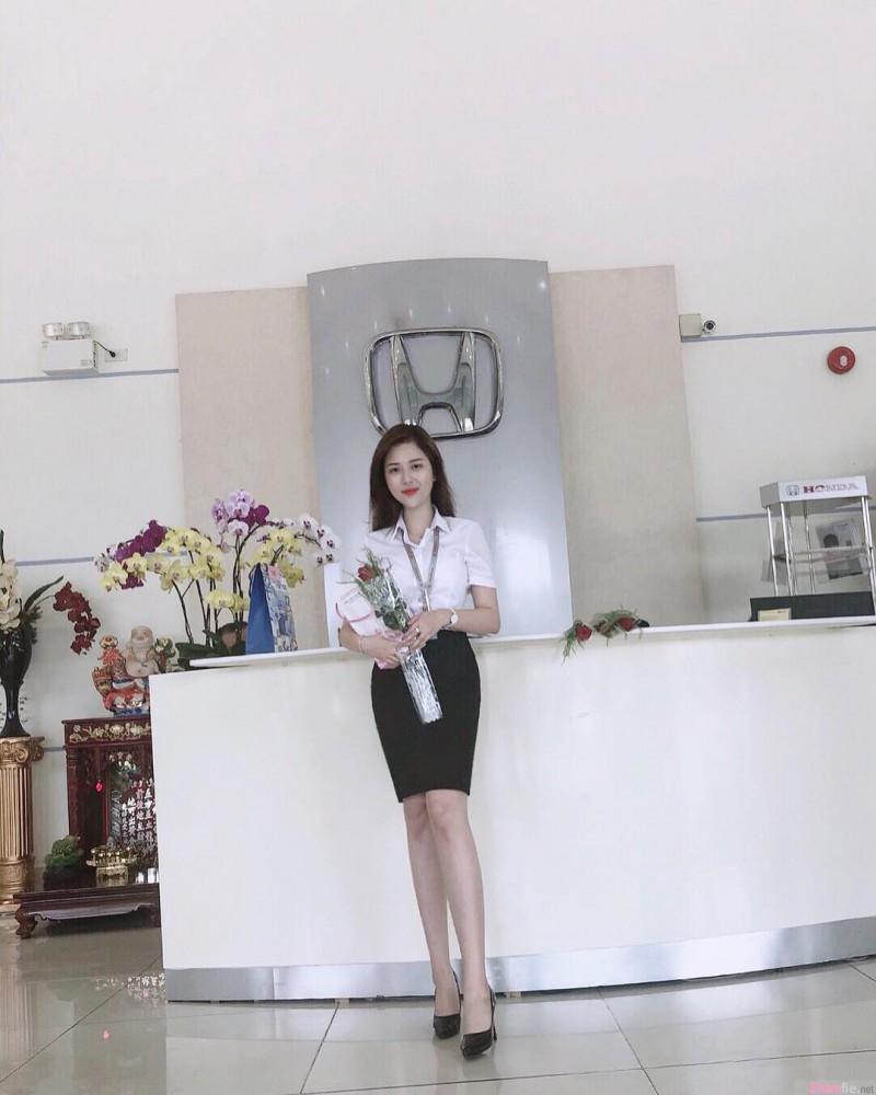 越南HONDA女销售员身材诱人 正妹卖车令人无法看车