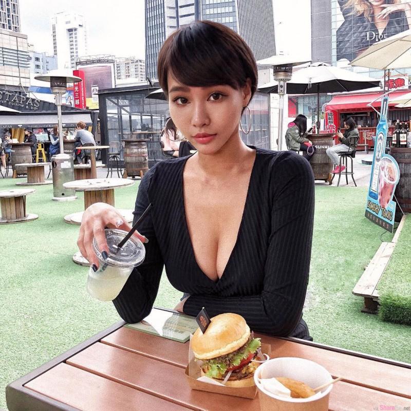 火辣正妹Julia 性感比基尼秀迷人S曲线