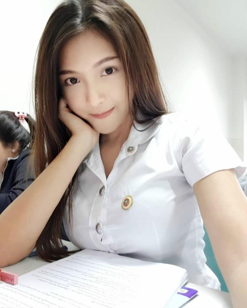 泰国性感正妹Maneeya 小蛮腰细到不科学