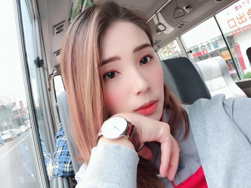甜心空姐正妹Abbe Wu 性感比基尼秀完美身材