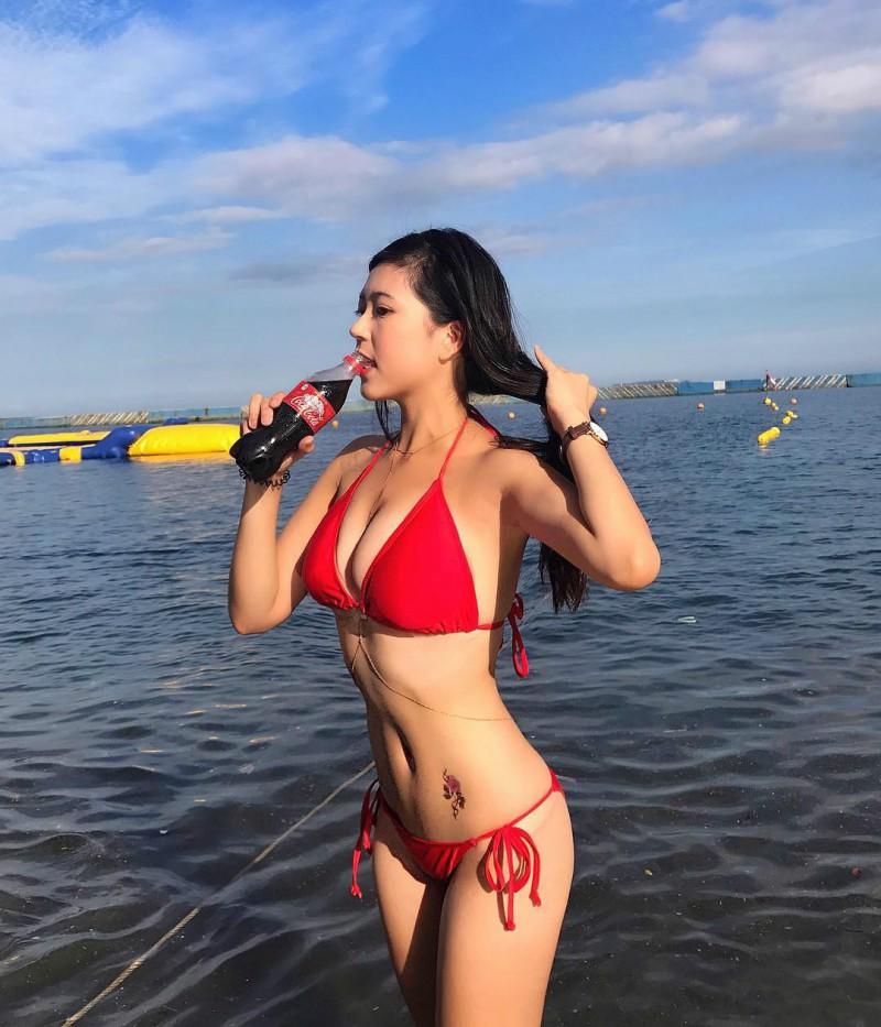沙滩正妹Fibi Chen 性感美尻肉弹十足令人无法忽视
