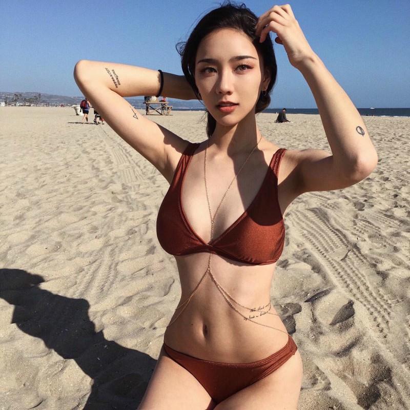 极品正妹Kathy Zheng 性感比基尼照辣到不行