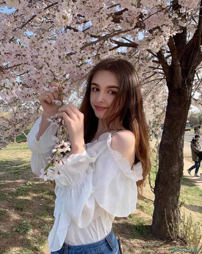 抖音新晋乌兹别克斯坦女神Elina Karimova,超美!
