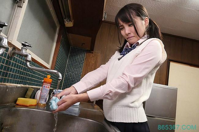 HND-633: 回家的电车!清纯制服学生妹枢木葵在回家的电车里被盯上!