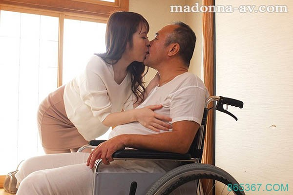 JUL-215:腰伤她照骑!成熟美艳人妻今井妃茉莉主动拥抱公公,沉沦慾海!