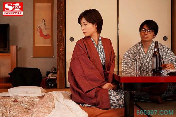 SSNI-815:在巨乳女上司奥田咲酒裡下药,肆意玩弄她的身体!