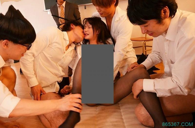 SSNI-559: 拜托谁来救救我!新任女教师「坂道みる(坂道美琉)」在男友面前被学生硬上!
