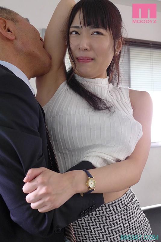 MIDE-818:美尻痴女上司由爱可奈渴求着被老二狠狠地冲撞!