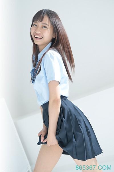 200%的笑颜!学生服黄袍加身!日菲混血新鲜出道!