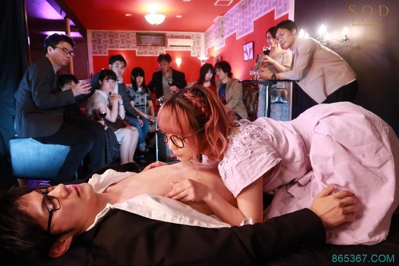 STARS-283 :恋爱小说家戸田真琴参加性爱俱乐部体验露骨性爱~