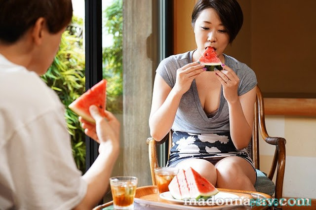 (JUL-318)因酷暑而理性失常的母子,在汗流浃背的情况下探亲相奸