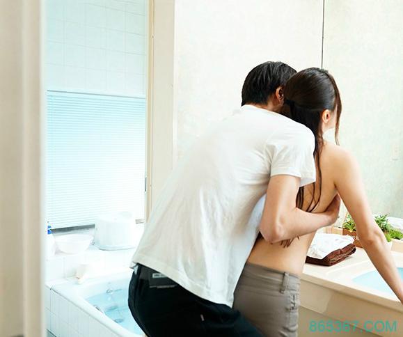 君岛美绪URE-049 单身母亲与儿子好友在一起